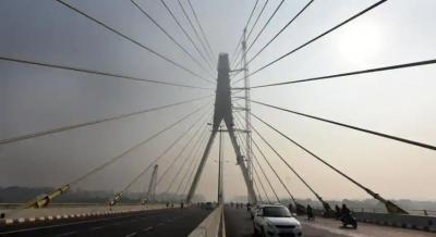 सिग्नेचर ब्रिज पर बाइक स्टंट करते समय हुआ बड़ा हादसा, दो युवकों की मौत
