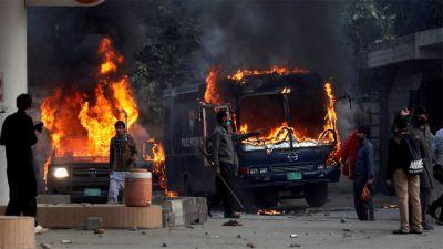 पाकिस्तान की हिंसक झड़प  में 10  मरे, 250 घायल