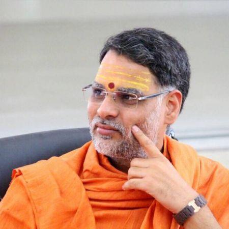 नेता, मीडिया और कारोबारियों के अपने-अपने धर्मगुरु - स्वामी चिदाम्बरानंद सरस्वती