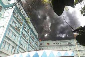 कोलकाता : अस्पताल में लगी भीषण आग, 10 फायर ब्रिगेड तैनात