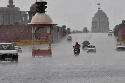 दिल्ली में सुबह से तेज़ बारिश, सड़कों पर लगा जाम