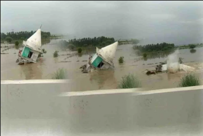 यूपी : बाढ़ का कहर जारी, एक साथ गई इतने 'जाने'