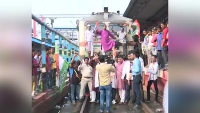 पेट्रोल-डीजल पर कांग्रेस का भारत बंद, कही टायर जलाए तो कही ट्रेने रोकी