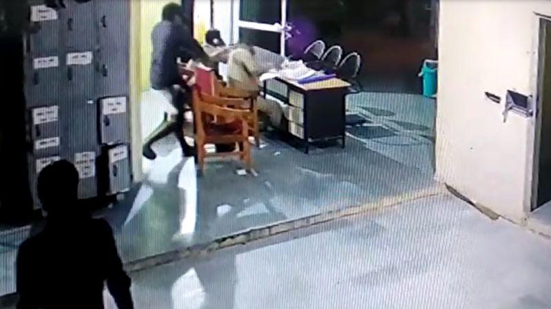 भिंडः  आरोपियों ने पुलिस थाने में ही कर दिया पुलिसकर्मियों पर हमला