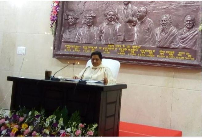 बीजेपी अटलजी की मौत को चुनाव में भुनाने का प्रयास कर रही है : मायावती