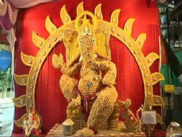 दस हज़ार पानीपुरी से इस तरह बनाई गणेश प्रतिमा, लगा सौ घंटे का समय