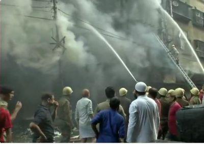 कोलकाता के बागरी बाजार में लगी भीषण आग, 30 अग्निशमन गाड़िया आग बुझाने में जुटी