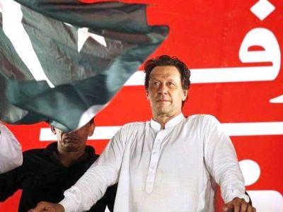 हम कर्ज में बुरी तरह फंस गए हैं, देश चलाने को नहीं है पैसा : इमरान खान