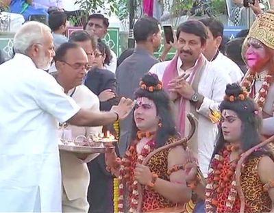 PM मोदी और राष्ट्रपति कोविंद रावण दहन कार्यक्रम में हुए शामिल