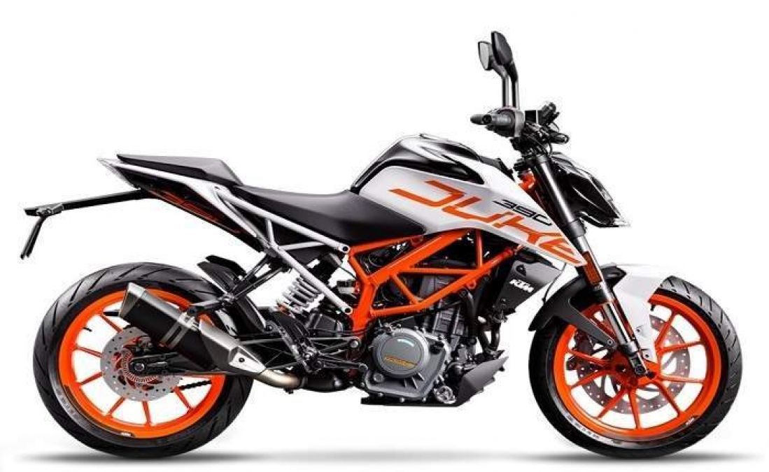 Learn How Powerful Is Benelli Leoncino 500 From KTM 390 Duke