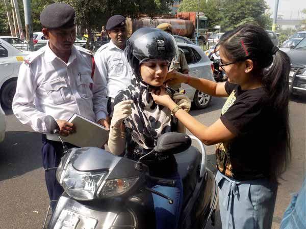 अब नहीं मिलेगा पेट्रोल पहनना पड़ेगा हेलमेट