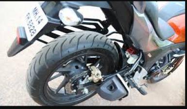 बाइक खरीदने से पहले जांच ले इन सेफ्टी फीचर्स के बारे में , जाने