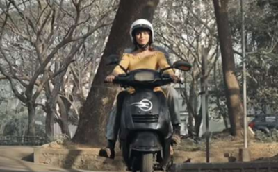 This electric scooter driver will have no fear of falling, is able to balance self