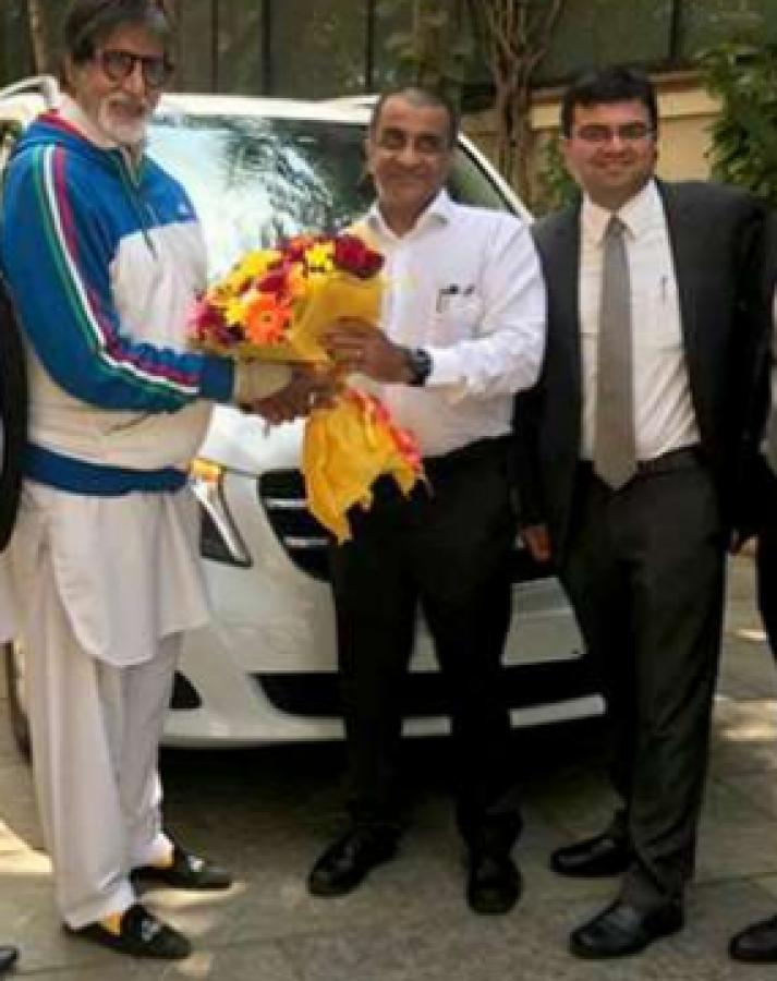 Amitabh बच्चन ने खरीदी Mercedes-Benz V-क्लास, जानिए फीचर