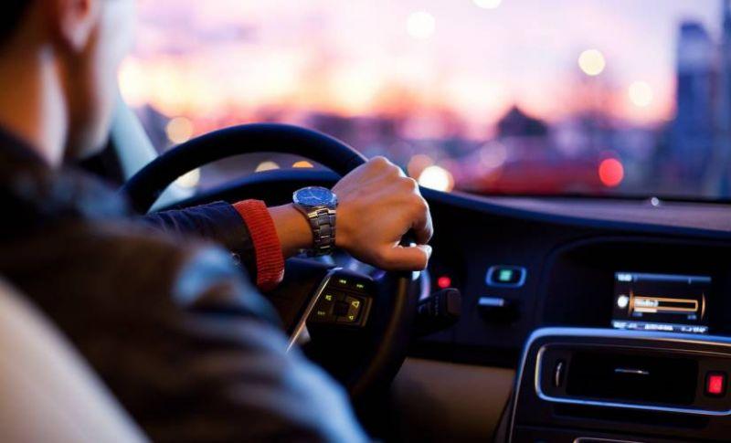 ड्राइविंग के दौरान गियर चेंज करने में होती है परेशानी, इस टिप्स से होगा फायदा