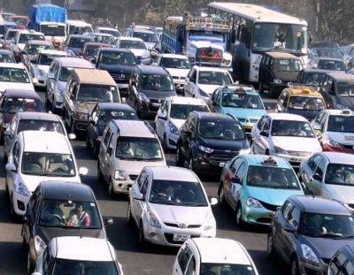 मई में कार की सेल्स 9 फीसदी और टू-व्हीलर की सेल्स 12 फीसदी बढ़ी