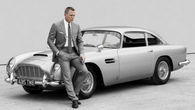 This 'James Bond' car equipped with the machine gun will be auctioned