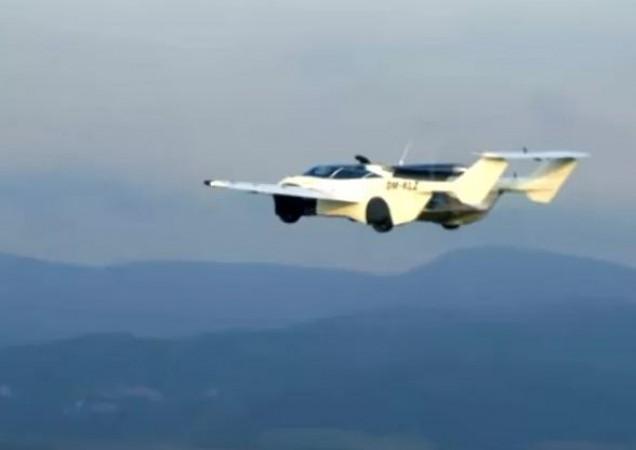 महज 3 मिनिट में 'हवाई जहाज़' बन जाती है ये कार, देखें शानदार Video