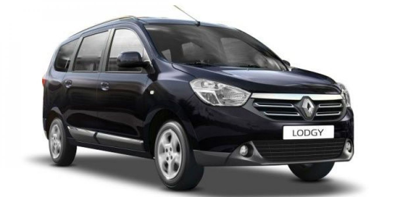 Buy this car from Renault at a heavy discount, Know its features