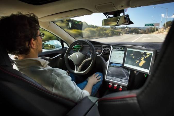 ब्रिटेन ने मोटरवेज पर सेल्फ ड्राइविंग कारों की दी अनुमति