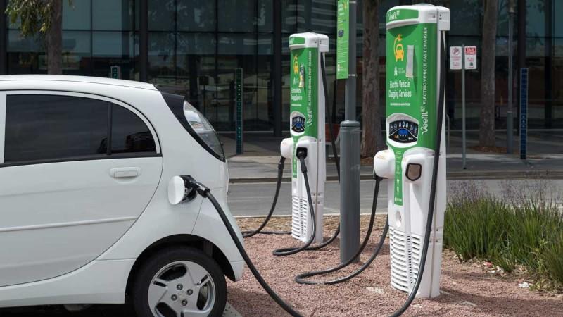 एचपी टाटा पावर के साथ पेट्रोल पंपों पर ईवी चार्जिंग स्टेशन करेगा स्थापित