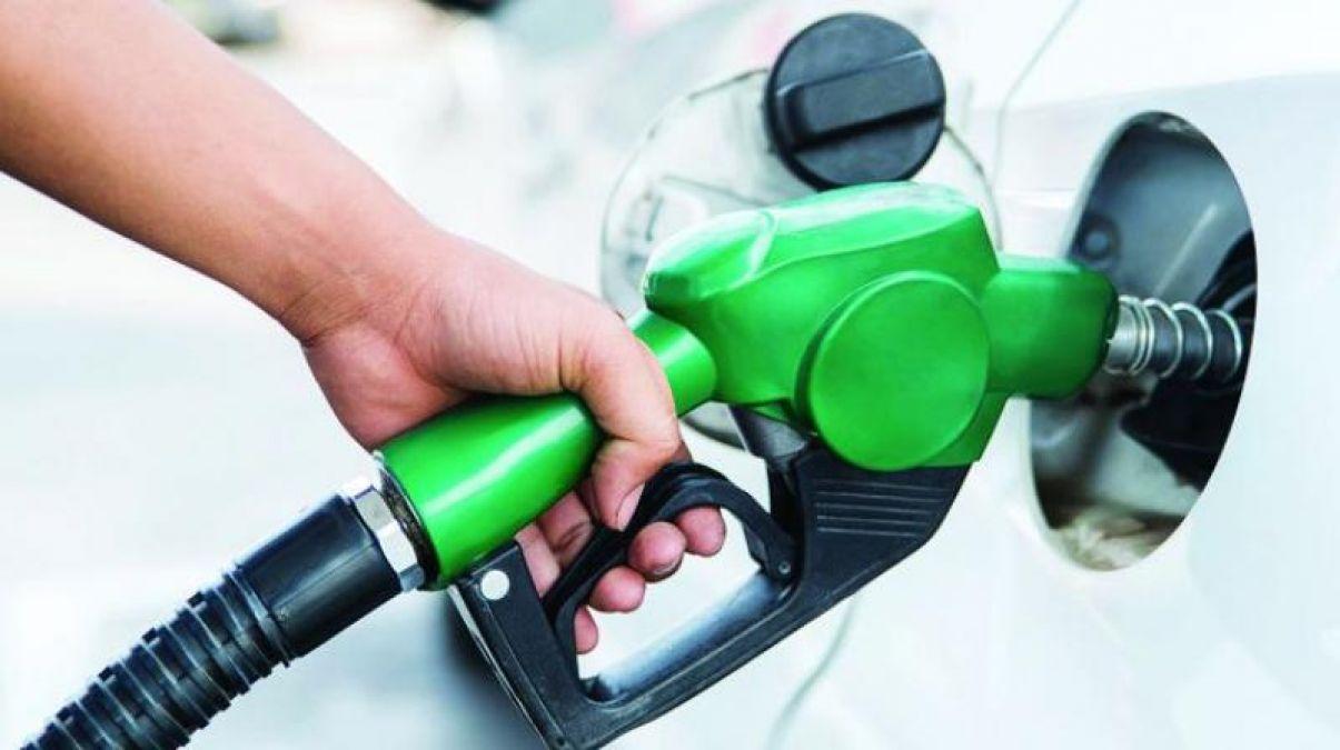 गुरुवार को भी पेट्रोल और डीजल की कीमतों में नजर नहीं आया कोई परिवर्तन