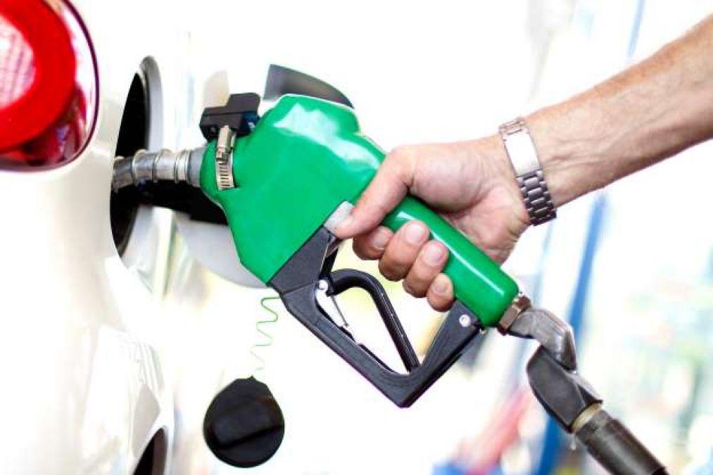 रविवार को पेट्रोल और डीजल के रेट में हुई बढ़ोत्तरी दर्ज