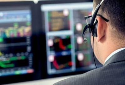 Sensex crosses 32000 with RBI announcement