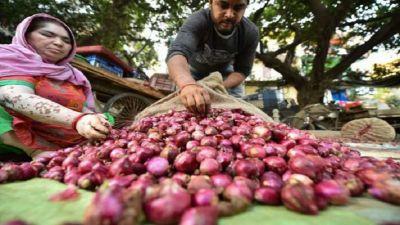 Onion prices reach near 150 rupees per kg