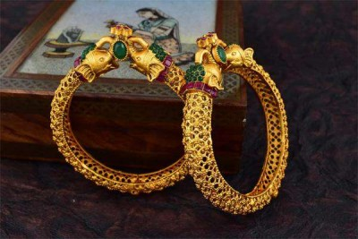 Gold becomes cheaper by Rs 800, silver prices also fall drastically