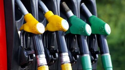 Prices of petrol and diesel continuously decreasing for 6 days, Know today's rate