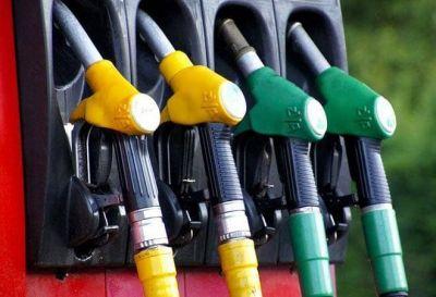 सोमवार को लगातार पांचवें दिन पेट्रोल और डीजल के दामों में नजर आई गिरावट