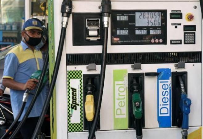 101 रुपए प्रति लीटर हुआ पेट्रोल, जानिए क्या है डीजल का भाव