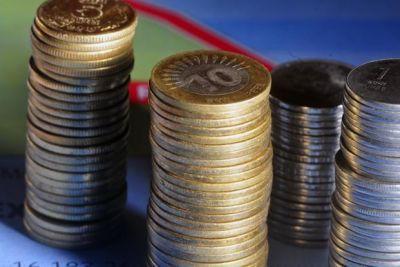 डॉलर के मुकाबले रुपये में नजर आई मामूली मजबूती