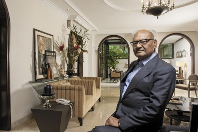 Businessman Anil Agarwal extends his hand to help Corona victims