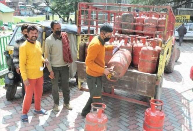 लॉकडाउन के बीच LPG सिलिंडरों के लिए मची मारामारी, 200 फीसद बढ़ गई बुकिंग