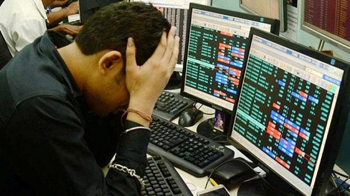 Markets continue to fall for third consecutive day, Sensex tumbles 587 points