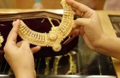 Gold prices decline, silver also falls