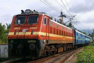 भारतीय रेलवे द्वारा मिलती है विकलांगों को व्हील चेयर तो किसी को मिलती है सस्ती टिकट