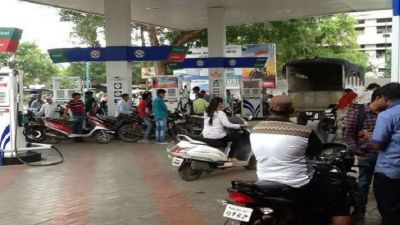 Petrol prices decreased for the second consecutive day, no change in diesel prices
