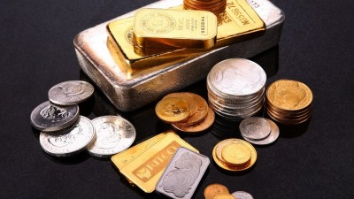 Gold prices fall sharply amid Delhi election results, silver prices fall