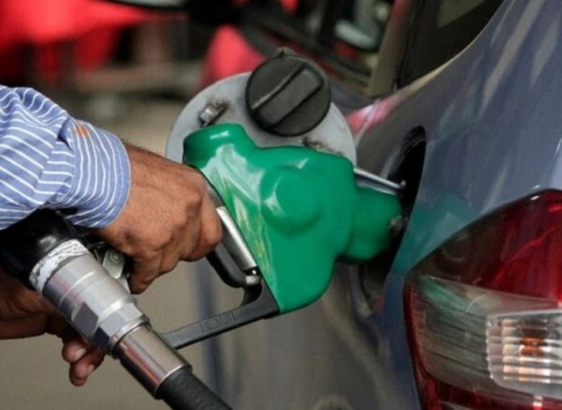 पेट्रोल-डीजल के भाव में लगातार 12वें दिन इजाफा, क्या ईंधन की कीमतें लगाएंगी 'शतक'