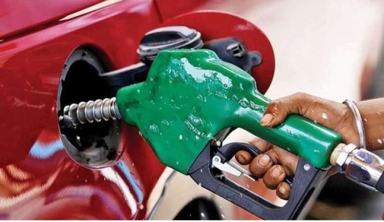 पेट्रोल-डीजल की बढ़ती कीमतों पर लगा ब्रेक, आज नहीं हुआ कोई बदलाव