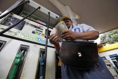 पेट्रोल के दाम  में  हो रही लगातार वृद्धि