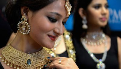 Gold prices hit high records, Indians still buy fiercely!