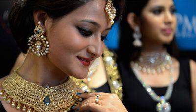 रिकॉर्ड लेवल पर पहुंचे सोने के दाम, फिर भी जमकर खरीदारी कर रहे भारतीय