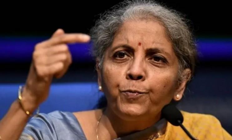 GST के दायरे में लाया जाएगा पेट्रोल-डीजल ? वित्त मंत्री सीतारमण ने संसद में दिया बड़ा बयान
