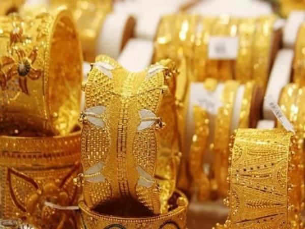 रिकॉर्ड स्तर से 8,530 रुपए नीचे आया सोना, चांदी की कीमत में भी आई गिरावट