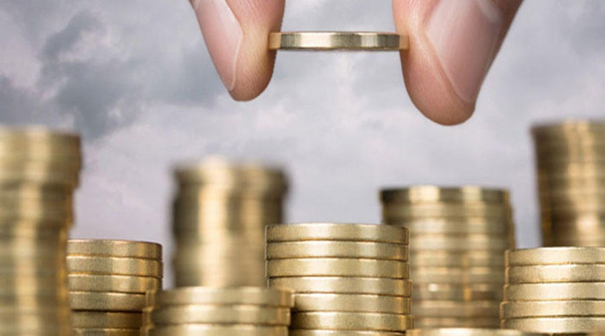 Rupee strengthens by two paise during trading