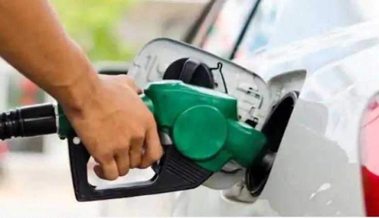 भारत में 45 रुपए लीटर बिकेगा पेट्रोल, डीज़ल में भी बड़ी कटौती संभव !